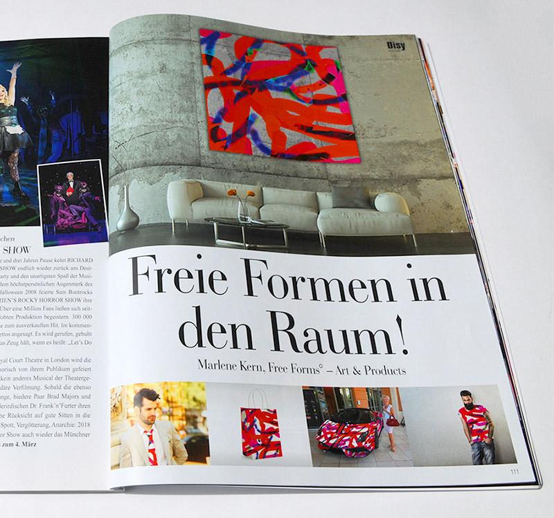 Freie Formen in den Raum! Sie sehen einen Artikel im Society Magazin Disy München über Free Forms, Freie Formen in den Raum. Kunst und Produkte von Marlene Kern.